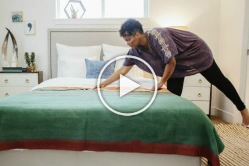 LetsMakeaBed - Woman makes green bed